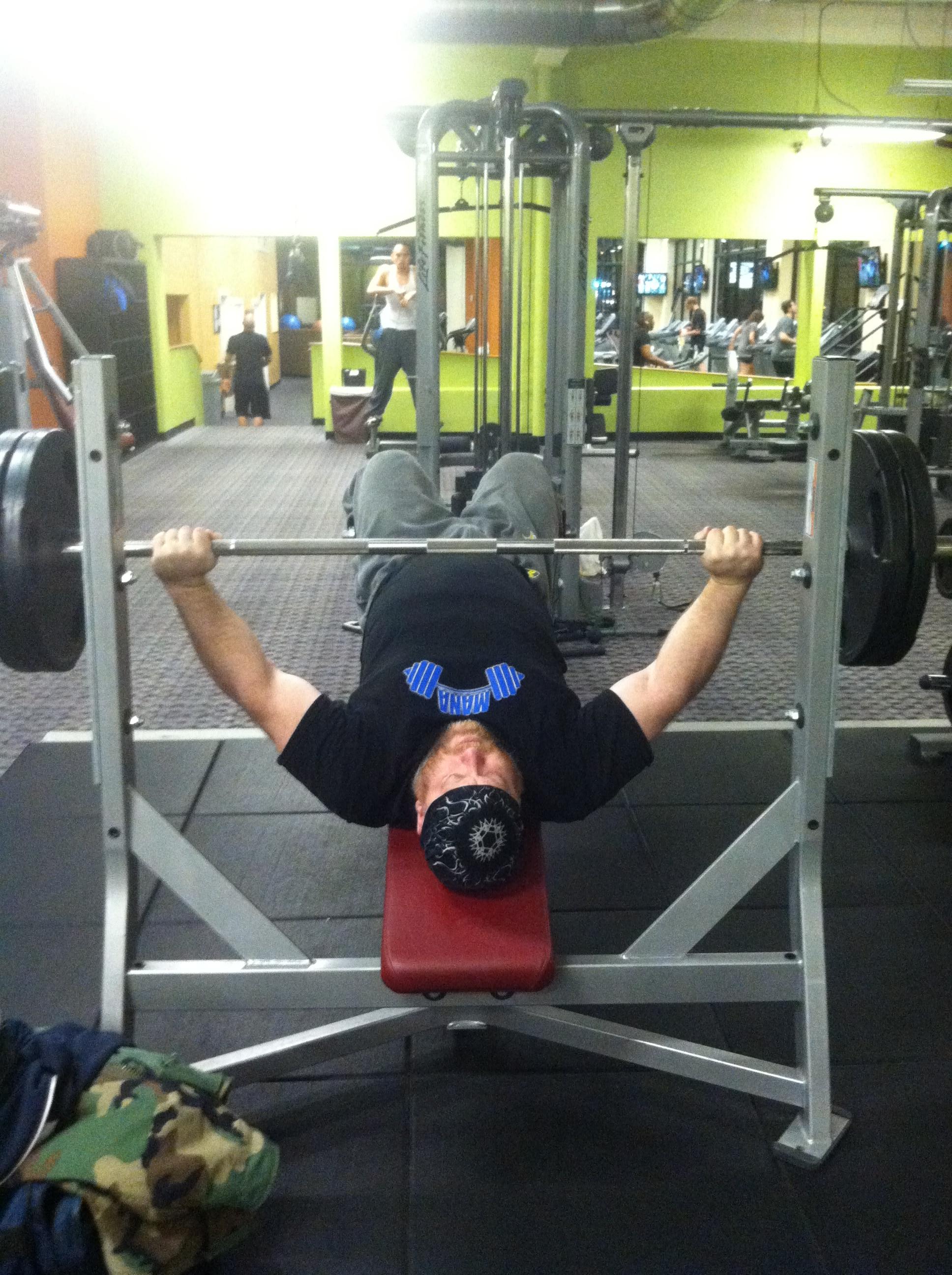 187 chest training decline wide grip bench press brute